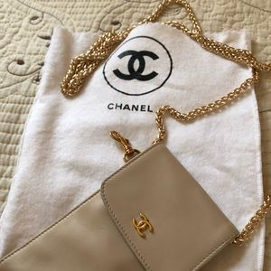 Chanel crossbody pouch - Lambskin Authentic